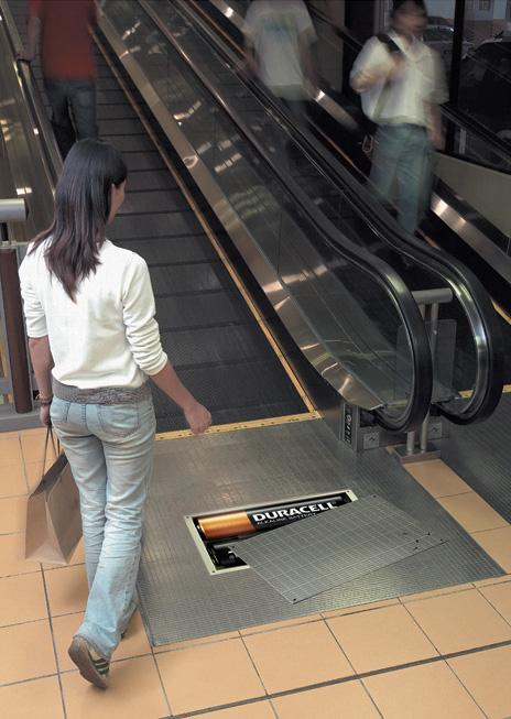 Publicidad Duracell escalera mecánica